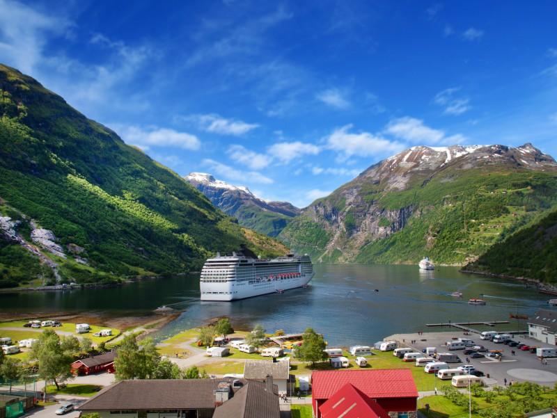 les plus beaux fjords de norvege par alesund combedouzou voyages. Black Bedroom Furniture Sets. Home Design Ideas