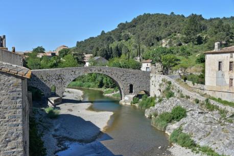 Village LagrasseFotolia.
