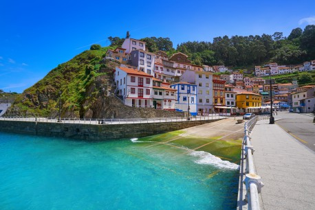village de Cudillero Asturies adobestock
